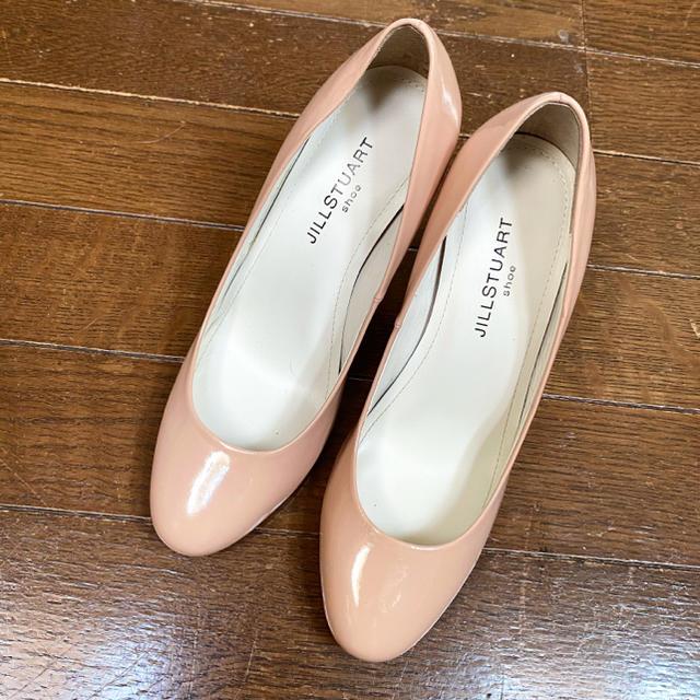 JILLSTUART(ジルスチュアート)の新品未使用 ジル スチュワート エナメルパンプス ヌーディ  ピンクベージュ レディースの靴/シューズ(ハイヒール/パンプス)の商品写真