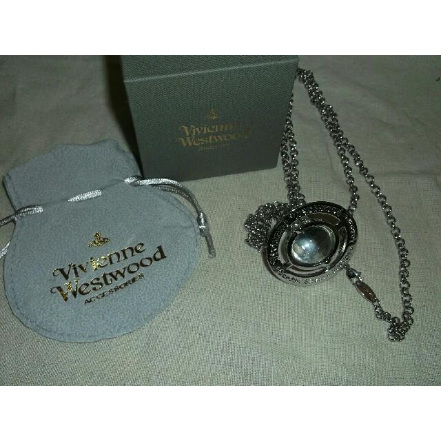 Vivienne Westwood(ヴィヴィアンウエストウッド)のヴィヴィアンウエストウッドスモールオーブネックレス シルバー レディースのアクセサリー(ネックレス)の商品写真