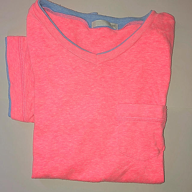 GU(ジーユー)のGU  VネックTシャツ 値下げ❗ キッズ/ベビー/マタニティのキッズ服男の子用(90cm~)(Tシャツ/カットソー)の商品写真