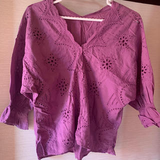 グローバルワーク(GLOBAL WORK)のカットソー Tシャツ 刺繍 紫(Tシャツ(半袖/袖なし))