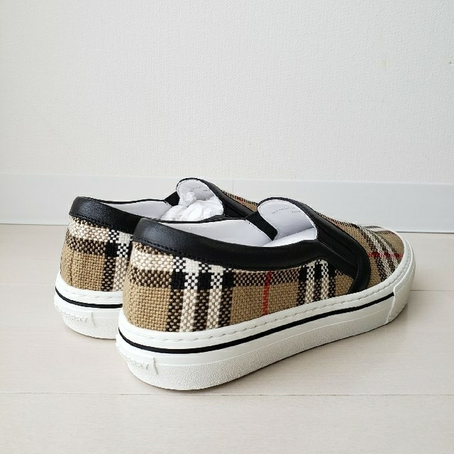 BURBERRY(バーバリー)のこちらは専用です レディースの靴/シューズ(スニーカー)の商品写真