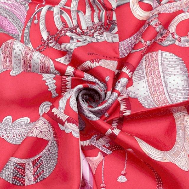 Hermes(エルメス)の未使用【エルメス】カレ90  シルク 大判スカーフ 光のブレスレット レディースのファッション小物(バンダナ/スカーフ)の商品写真