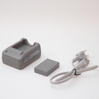 オリンパス(OLYMPUS)のオリンパス 純正充電器とバッテリーセット(バッテリー/充電器)