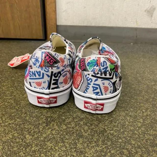 VANS(ヴァンズ)の新品 バンズ クラシックスリッポン スニーカー ステッカーパターン  完売商品 メンズの靴/シューズ(スニーカー)の商品写真