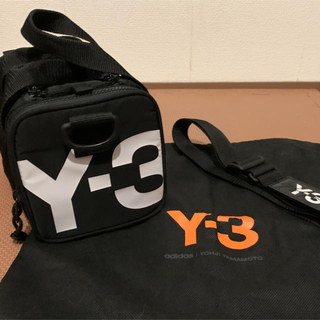 ワイスリー(Y-3)のY-3 ショルダーバッグ カメラバッグ サイドロゴ(ショルダーバッグ)