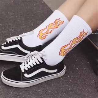 シュプリーム(Supreme)の☆即購入ok☆大人気☆ストリート ファイアーパターン ソックス 靴下 2セット(ソックス)