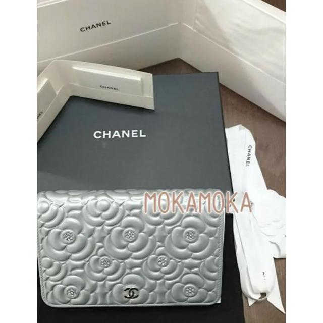CHANEL(シャネル)のシャネル 数量限定品❤️ カメリアクリスタル チェーンウォレット スワロフスキー レディースのバッグ(ショルダーバッグ)の商品写真