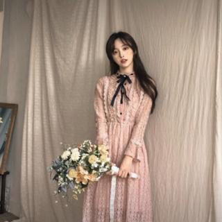 ディーホリック(dholic)のリボン ブローチ レース ワンピース / 韓国ファッション 韓国洋服(ロングワンピース/マキシワンピース)