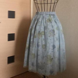 ピンクハウス(PINK HOUSE)のPINK HOUSE 水玉チュール付き紫陽花柄ミディ丈スカート(ひざ丈スカート)