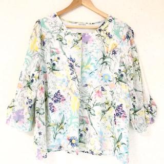 ZARA - カラフルな花柄が素敵(๑˃̵ᴗ˂̵)✨‼️袖アレンジ❤️裏地付きブラウス