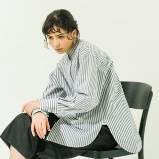 yonfa ヨンファ boxy slit shirt (gray stripe)
