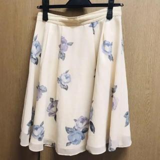LAISSE PASSE - LAISSE PASSEのオフホワイトバラ柄スカート