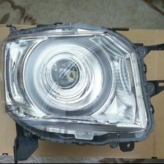 ホンダ(ホンダ)のホンダ Nボックス ヘッドライト 右側(車種別パーツ)