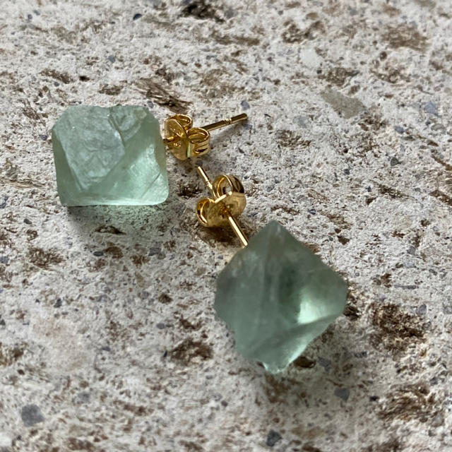 IENA(イエナ)のK18GP 天然石 フローライト キューブ ピアス B レディースのアクセサリー(ピアス)の商品写真