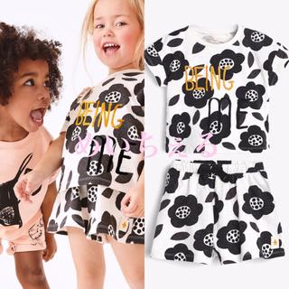ネクスト(NEXT)の【新品】モノトーン フラワー半袖トップス&ショートパンセット(ヤンガー)(Tシャツ)
