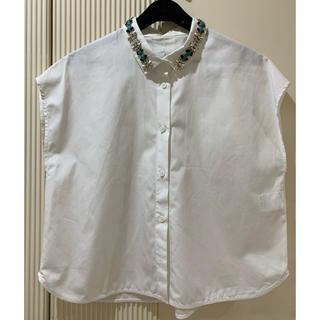 トゥモローランド(TOMORROWLAND)の未使用 MACPHEE ビジュー付 ブラウス(シャツ/ブラウス(半袖/袖なし))