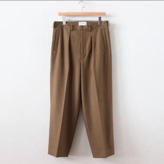 COMOLI - yoke 1tuck wide trouser