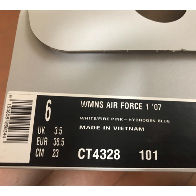 NIKE(ナイキ)の定価11000 NIKE AIR FORCE 1 エアフォース1 23cm レディースの靴/シューズ(スニーカー)の商品写真