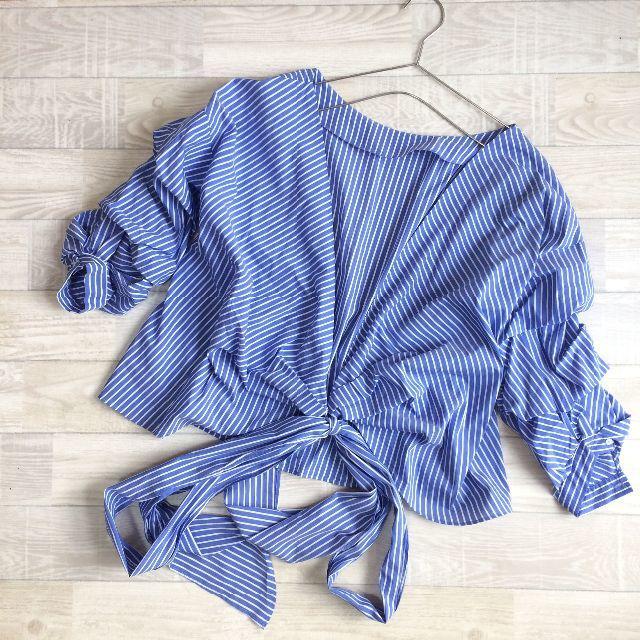 ZARA(ザラ)の【ZARA WOMAN】ショート丈ボーダーシャツ ブルー XS-Sサイズ レディースのトップス(シャツ/ブラウス(長袖/七分))の商品写真