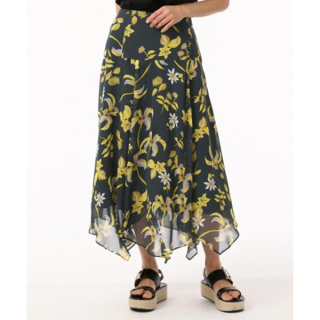GRACE CONTINENTAL(グレースコンチネンタル)のフラワープリントスカート レディースのスカート(ひざ丈スカート)の商品写真