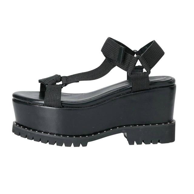 EMODA(エモダ)のEMODA/エモダ/シューズ/サンダル/厚底/大人気/即完売/スポーツサンダル レディースの靴/シューズ(サンダル)の商品写真