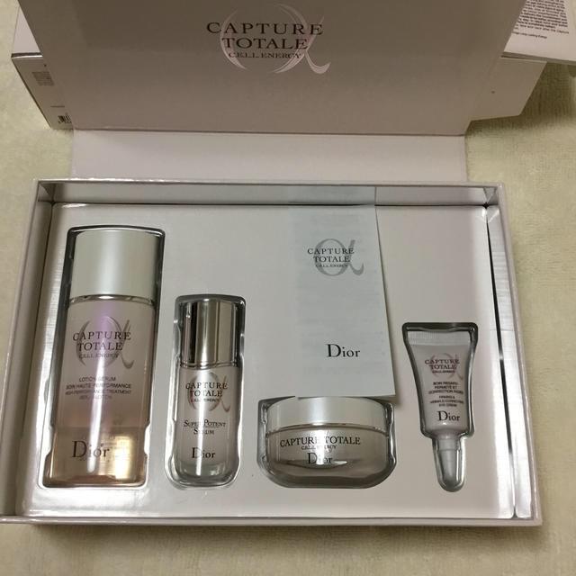 Dior(ディオール)のディオール カプチュール トータル セル ENGY ディスカバリー キット 新品 コスメ/美容のスキンケア/基礎化粧品(美容液)の商品写真