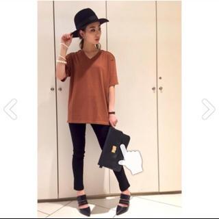 アンビー(ENVYM)のVネックカッティングルーズT(Tシャツ(半袖/袖なし))