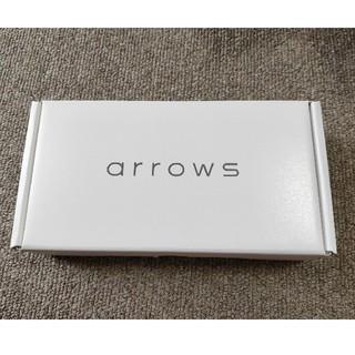 アローズ(arrows)のarrows M05 ホワイト【新品・未使用品】SIMフリー 送料無料(スマートフォン本体)