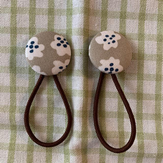 マリメッコ(marimekko)のマリメッコ プケッティベージュ くるみボタン(ヘアアクセサリー)