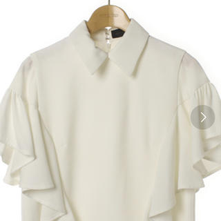 ミッドウエスト(MIDWEST)のアキラナカ 白 フリルブラウス(シャツ/ブラウス(半袖/袖なし))