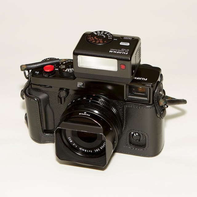 富士フイルム(フジフイルム)のフル装備 美品 Fujifilm X-pro2 18mm F2レンズ付き スマホ/家電/カメラのカメラ(ミラーレス一眼)の商品写真