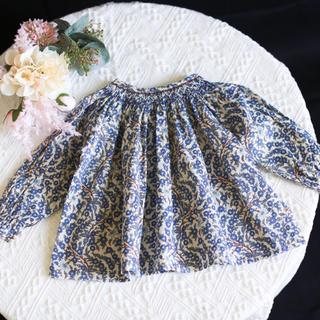 新作 ブルー 花柄 ビショップスモッキングブラウス ボンポワン 好き リバティ風