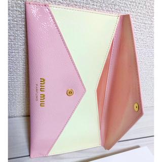 miumiu - 未使用 MIUMIU フラットポーチ 母子手帳ケース クラッチ パスポートケース