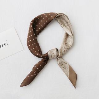 アメリヴィンテージ(Ameri VINTAGE)のハーフデザインスカーフ ブラウン 秋カラー アースカラー ベージュ バンダナ(バンダナ/スカーフ)
