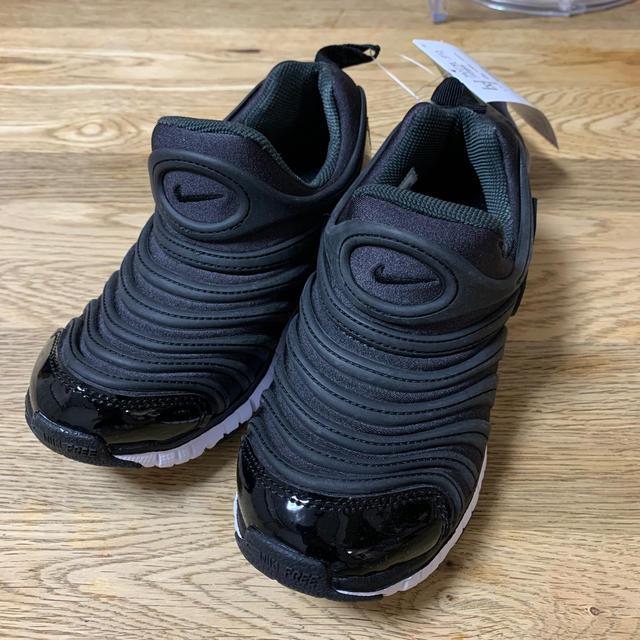 NIKE(ナイキ)の新品 ダイナモフリー  19cm ブラック  キッズ/ベビー/マタニティのキッズ靴/シューズ(15cm~)(スニーカー)の商品写真