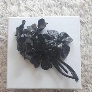 アンナモリナーリ(ANNA MOLINARI)のアンナモリナーリ お花のブローチ(ブローチ/コサージュ)