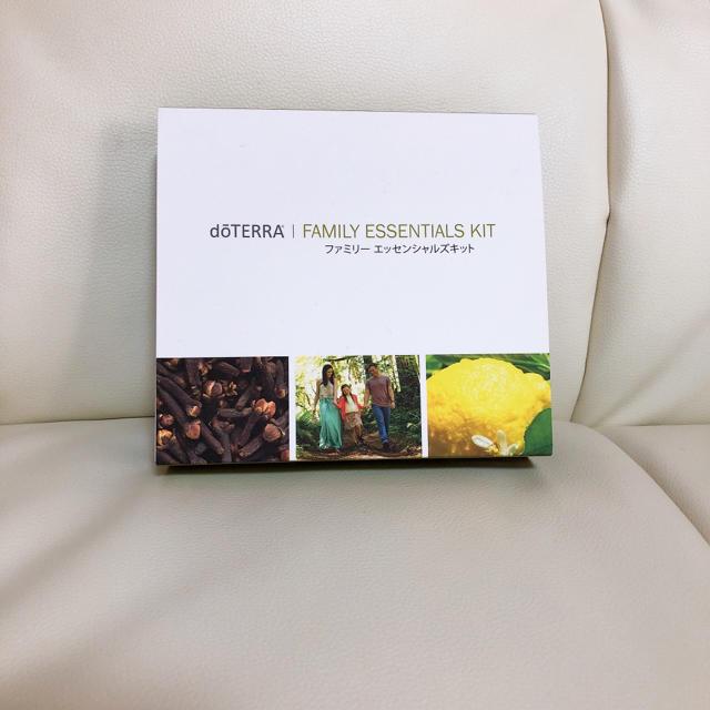 ドテラ ファミリーエッセンシャルズキット コスメ/美容のリラクゼーション(エッセンシャルオイル(精油))の商品写真