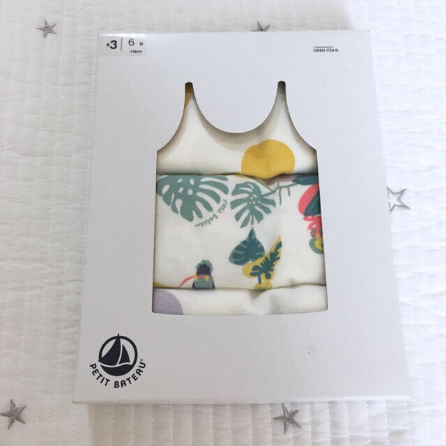 PETIT BATEAU(プチバトー)の新品未使用  プチバトー  プリント  キャミソール  3枚組 キッズ/ベビー/マタニティのキッズ服女の子用(90cm~)(下着)の商品写真