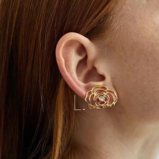 Ameri VINTAGE - 392.camellia ear cuff