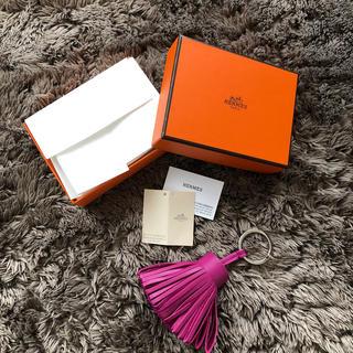 エルメス(Hermes)の直営店購入新品エルメスHERMESカルメンローズ(キーホルダー)