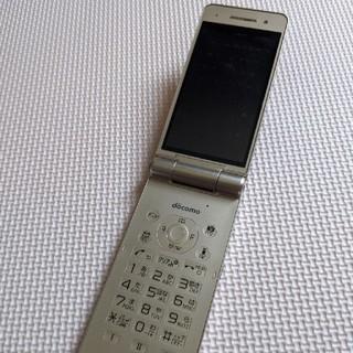 エヌティティドコモ(NTTdocomo)のP-01H Docomo gold(携帯電話本体)