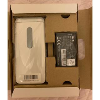 エーユー(au)のGRATINA 4G ガラケー ホワイト(携帯電話本体)