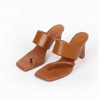 ZARA - 足袋 変形 スクエアトゥ  左右非対称 サンダル ヒール ZARA好き 人気☆