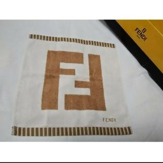 フェンディ(FENDI)の未使用品 FENDI フェンディ ホワイト ベージュ系 タオルハンカチ 匿名配(ハンカチ)