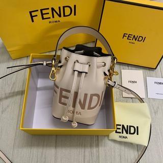 FENDI - 【FENDI】FF モチーフ エンボス レザー ミニ バケットバッグ