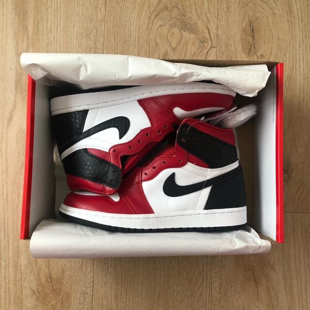 NIKE(ナイキ)のNIKE AIR JORDAN 1 SATIN RED メンズの靴/シューズ(スニーカー)の商品写真
