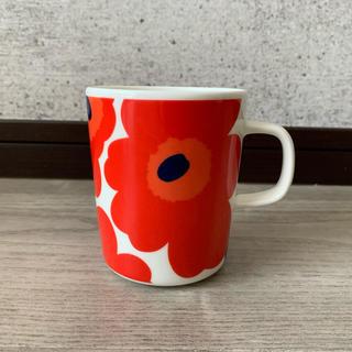 マリメッコ(marimekko)のmarimekko マグカップ 赤(グラス/カップ)