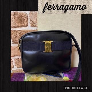 Salvatore Ferragamo - 正規品★綺麗!Ferragamoフェラガモ。ヴァラショルダーバッグ。ネイビー