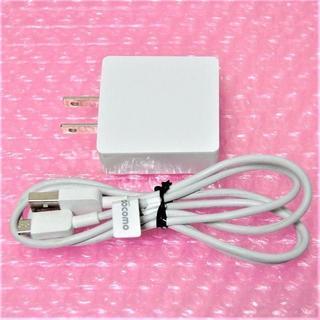 エヌティティドコモ(NTTdocomo)のドコモ純正 ACアダプタ 5V 2A microUSB-USBケーブルセット(バッテリー/充電器)