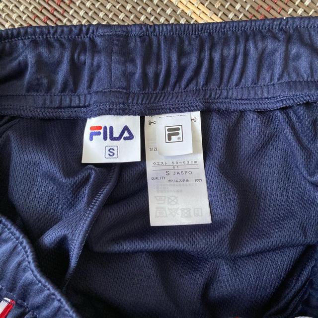 FILA(フィラ)のフィラ FILA ネイビー ハーフパンツ クロップドパンツ 紺 レディースのパンツ(ハーフパンツ)の商品写真
